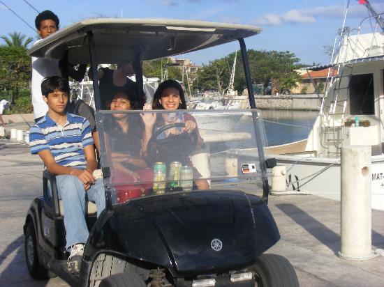 Puerto Aventuras Marina: golf carts around the gated area