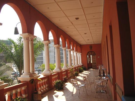 Lubumbashi, Demokratyczna Republika Konga: Hotel Belle-Vue colonnade
