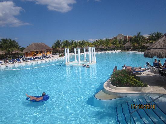 Grand Palladium Riviera Resort & Spa: una de las piscinas