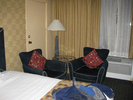 BEST WESTERN PLUS Hotel Tria: Trendy Chairs in a Standard Guest Room