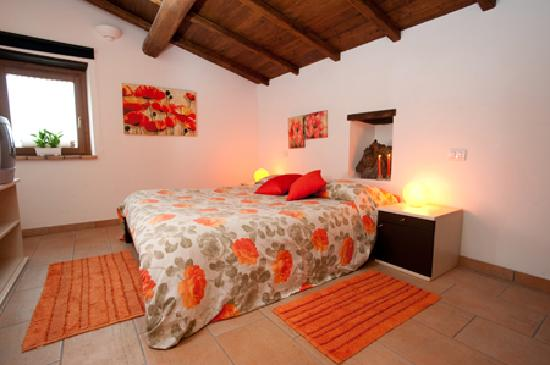 Bagnoregio, İtalya: Orange Room