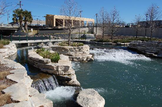 San Antonio Museum of Art : Cascades of waterfalls on the riverwalk.