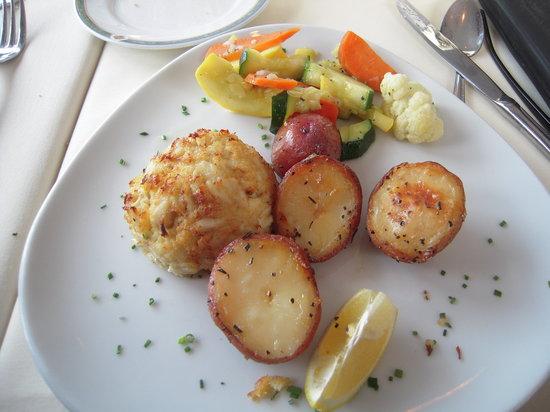 Chesapeake Inn Restaurant and Marina: Crabcakes!
