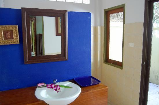Baan Shadis Samui: Bathroom (partial)