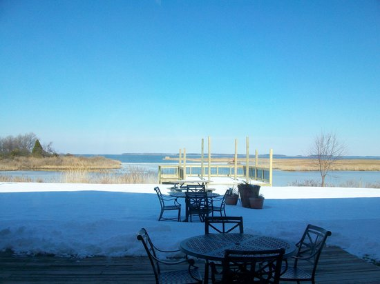 Holiday Inn Express Kent Island: Even with snow the view is beautiful!