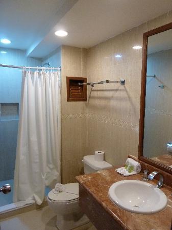Dos Playas Hotel Cancun: el baño (sin bidet)