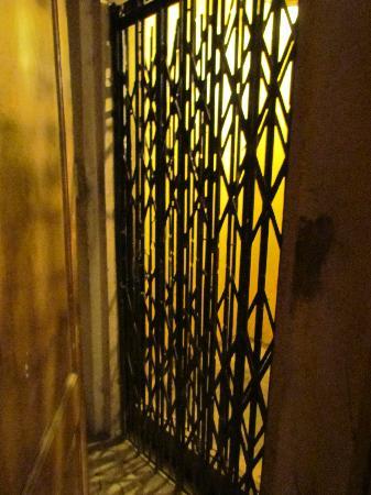 Hotel Rock Regency: Lift