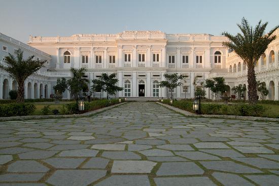 Taj Falaknuma Palace : Rooms and Courtyard
