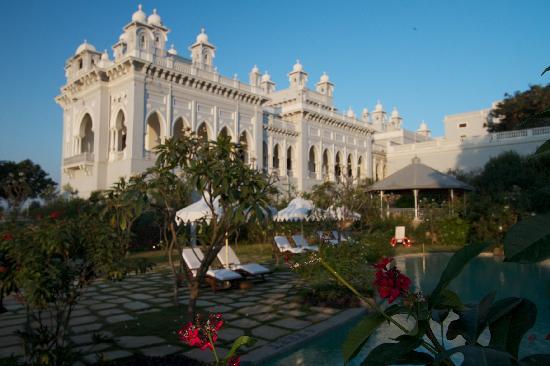 Taj Falaknuma Palace: Pool area