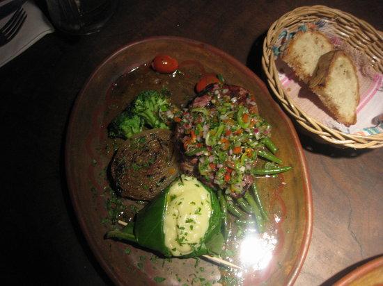 Playa de los Artistas: beefsteak w veggies and mash