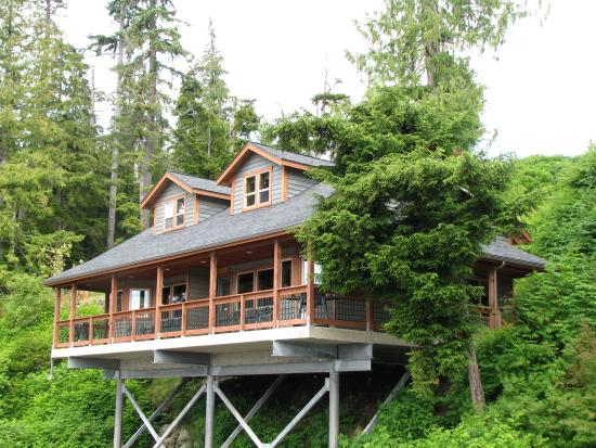 Chinook Shores Lodge: One of the Lodges
