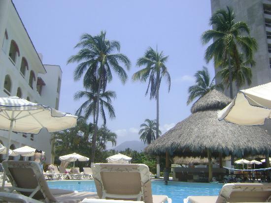 Plaza Pelicanos Grand Beach Resort: The beach club