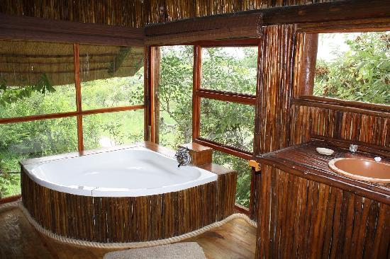 Pezulu Tree House Game Lodge: Interior Bathroom/Pezulu Treehouse Game Lodge