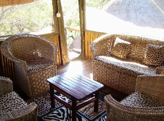 Pezulu Tree House Game Lodge: Lounge at Family Unit/Pezulu Tree House Lodge