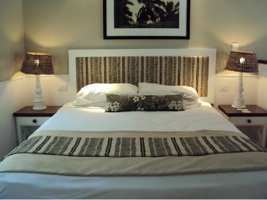 Malolo Island Resort: Bed in Bure