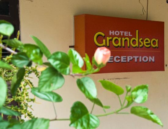 Hotel Grandsea: Entrance from LH Rd