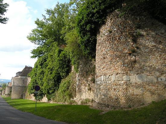 Autun, France: les remparts