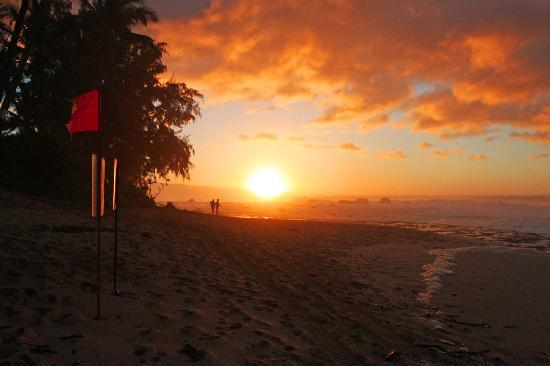Ke Iki Beach Bungalows: No better sunsets anywhere!