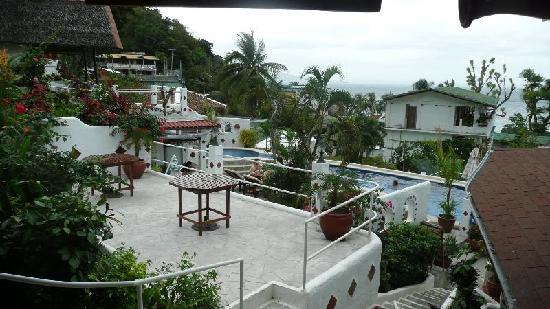 Steps Garden Resort : View to the swimming pool