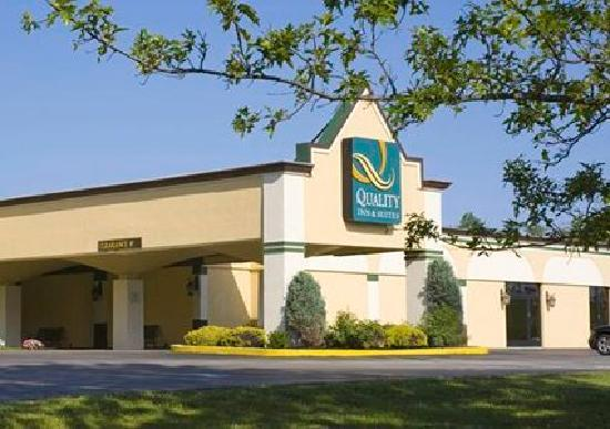 Quality Inn & Suites Conference Center: The hotel during the day