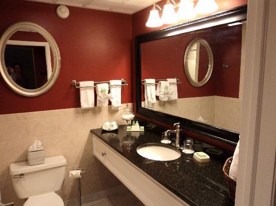 The Inn At Glen Sanders Mansion: Nice Bathroom