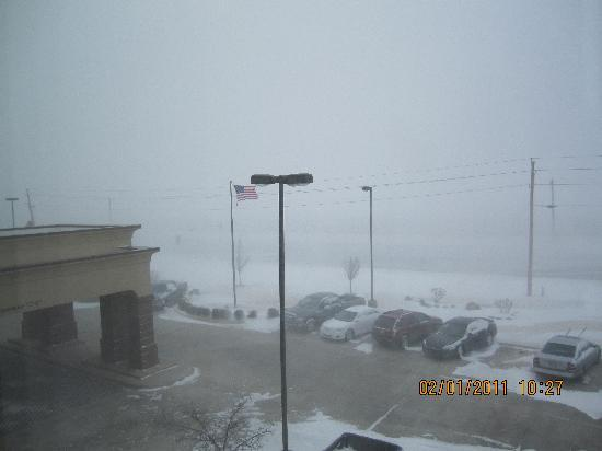 Hampton Inn & Suites Altus: Looking Out the Window in a Blizzard