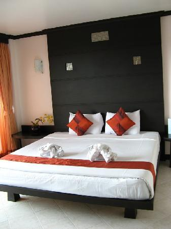 Huahin Loft Hotel : big comfortable bed