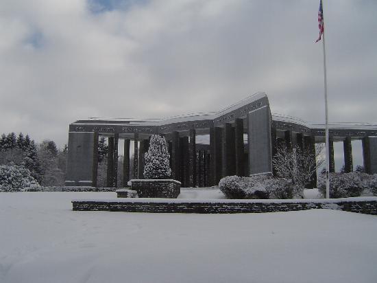 Bastogne, Belgique : Memorial in December