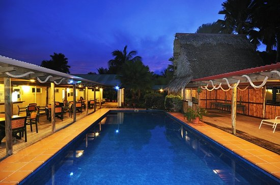 Kosrae Nautilus Resort: Swimming pool & outdoor restaurant area