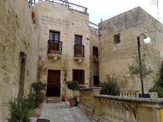 Tarxien, Malta: The entrance