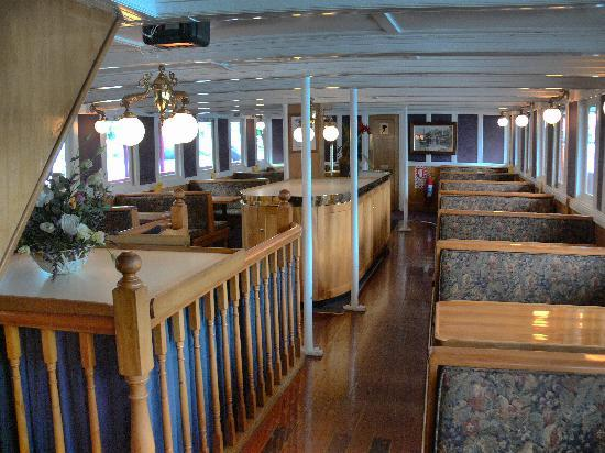 Real Journeys - TSS Earnslaw Vintage Steamship Cruises: The TSS Earnslaw Lounge / Cafeteria