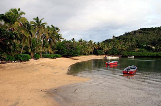 Safari Island Lodge: back beach