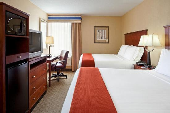 Holiday Inn Express Ramsey-Mahwah: Two Queen Room