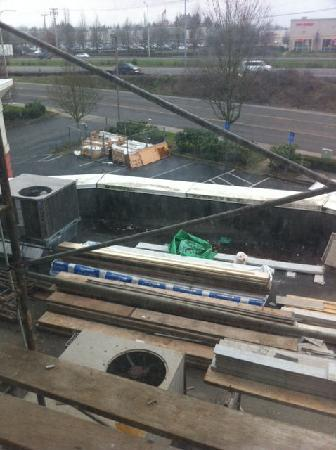Best Western Wilsonville Inn & Suites: construction equip on roof