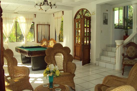 Dolphin Guest House: Hotel Lobby