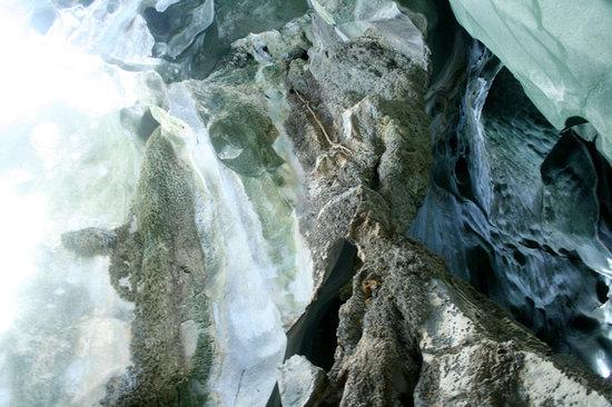 Cudugnon Cave : Abstract interiors.