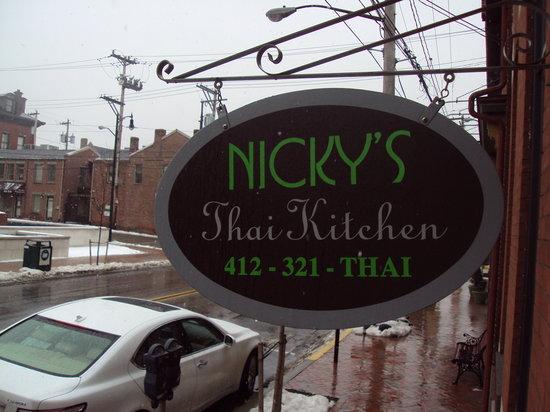 Nicky's Thai Kitchen: outside restaurant