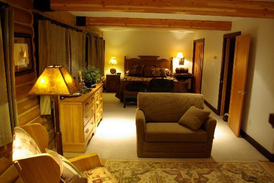 The Trapper Creek Lodge: Large room
