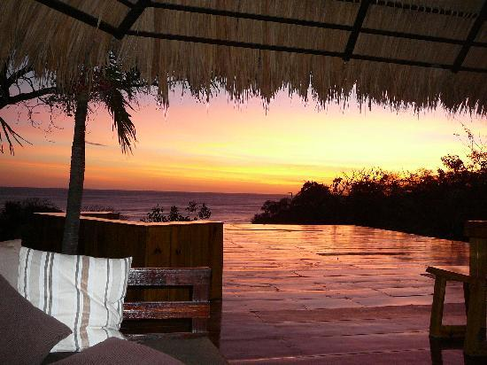 Playa Maderas, Nikaragua: SUNSET ON THE DECK