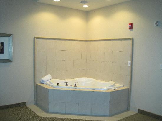 Ames, IA: Jacuzzi Tub in suite