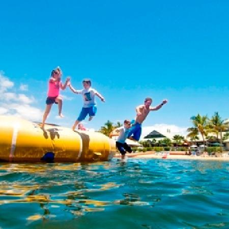 Novotel Twin Waters Resort: Water Trampolin on the Lagoon