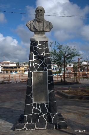 San Cristobal, Ecuador: Charles Darwin Commerative Statue 1835