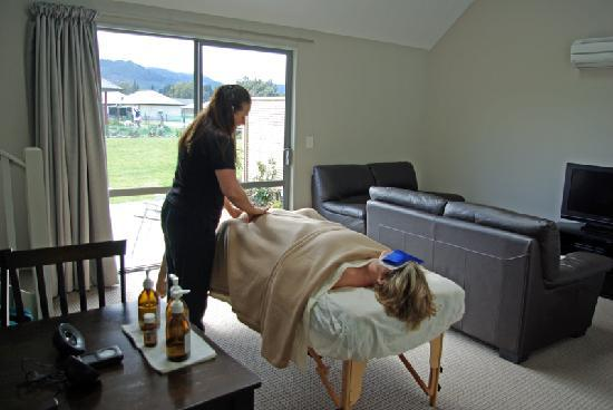 Hanmer Apartments: In-House massage available