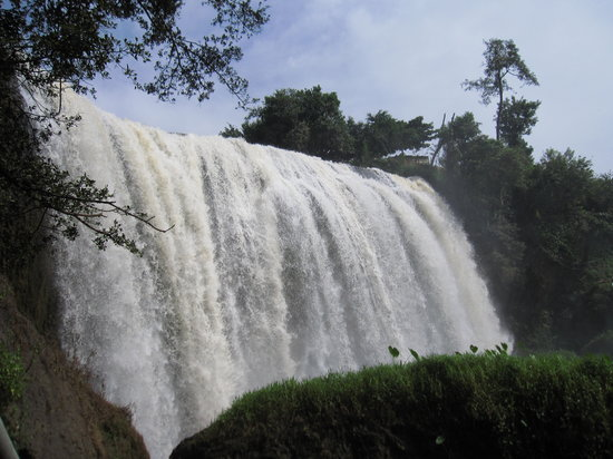 Elephant Falls: waterfall!