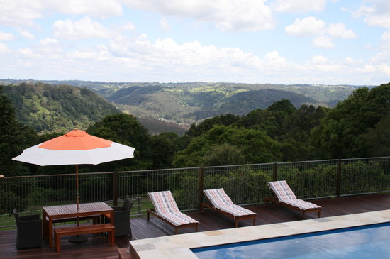 Montville Holiday Apartments: Mountain Views
