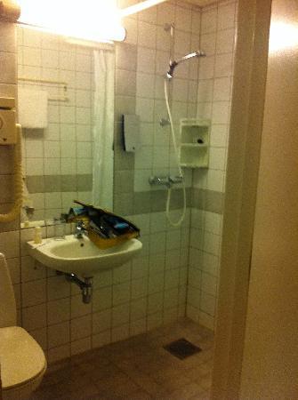 Thon Hotel Trondheim: Bathroom.