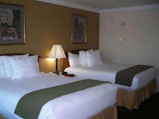 Holiday Inn Express Van Nuys: BED ROOM