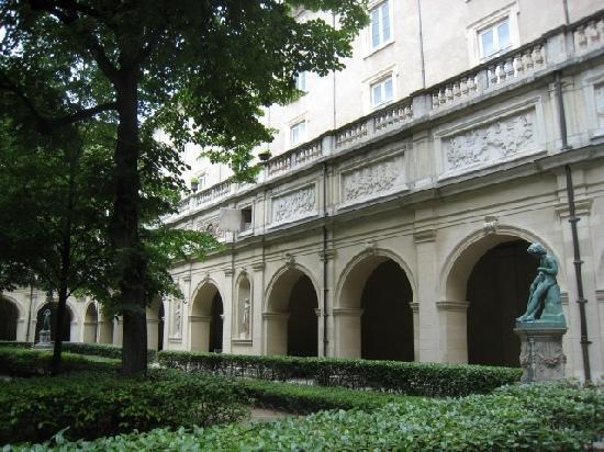 Musée des Beaux-Arts de Lyon : garden