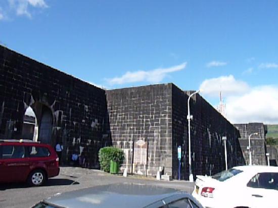 Port Louis: Fort Adelaide Festungsmauer