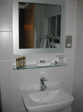 The Lensbury: Bathroom